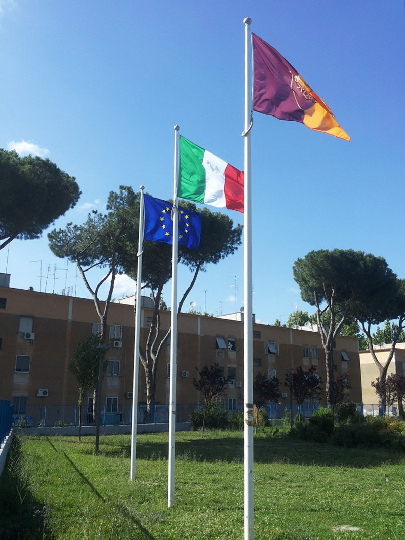 bandiere di as roma, italia ed europa
