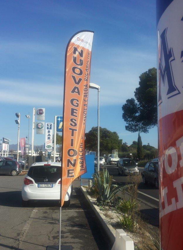 bandiera a vela con messaggio di nuova gestione