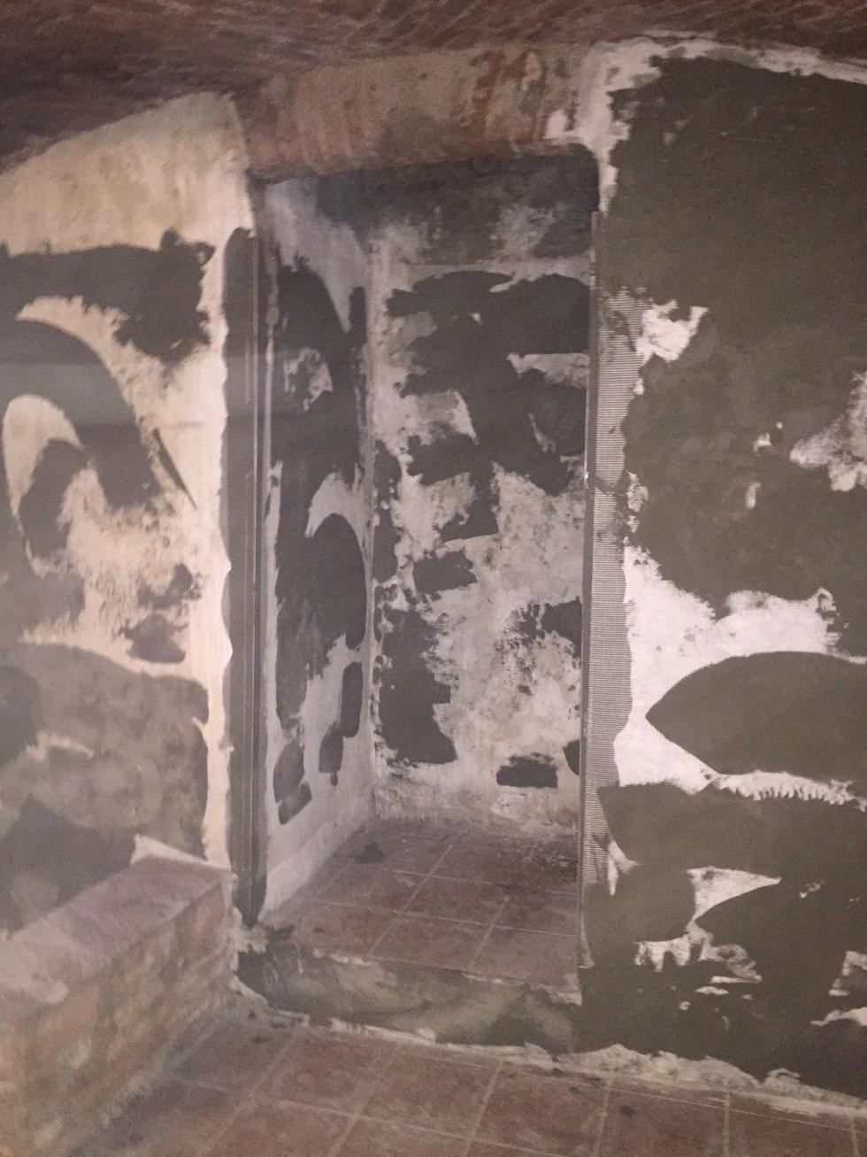 Ripristino pareti muffa causa infiltrazione con materiali appositi isolanti