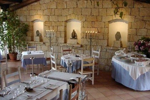 La Lavanderia La Vela si occupa di eseguire servizi di tintoria per ristoranti e strutture alberghiere.