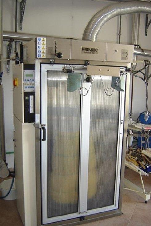La Lavanderia La Vela dispone di attrezzature per una stiratura ed una pulizia rapide ed efficaci.