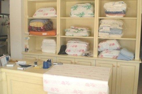 La Lavanderia La Vela tratta e stira con cura ed attenzione ogni genere di capo e tessuto.
