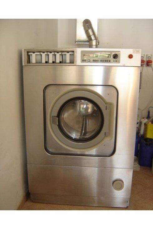 Presso la Lavanderia La Vela si esegue un accurato servizio di lavaggio a secco dei vostri capi ed indumenti.