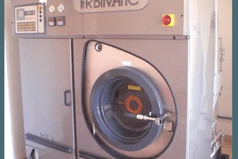 Presso la Lavanderia La Vela si eseguono lavaggi destinati a grandi esercizi commerciali ed alberghi.