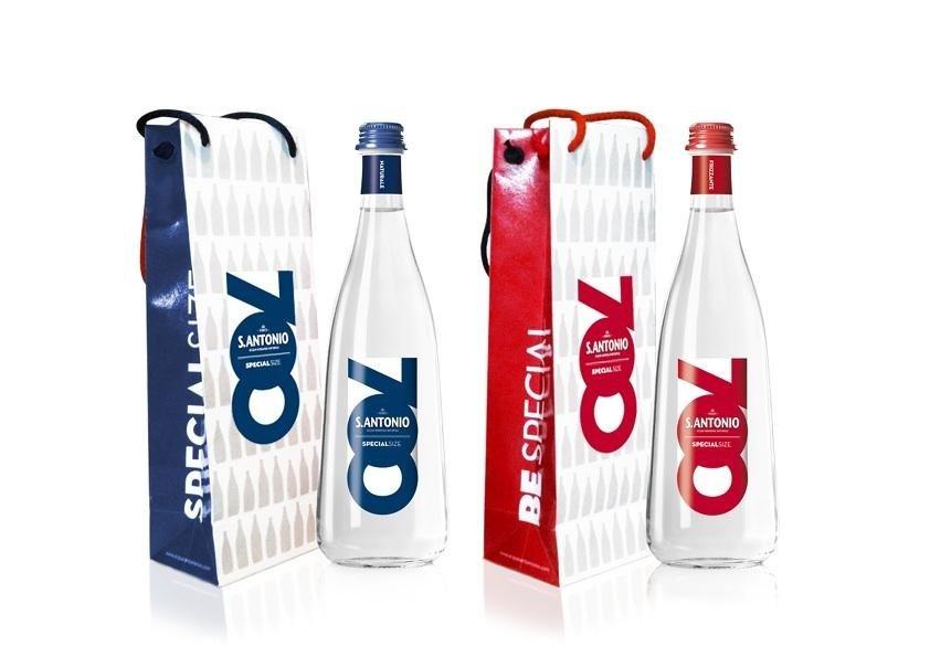 dei sacchetti e delle bottiglie d'acqua S.Antonio
