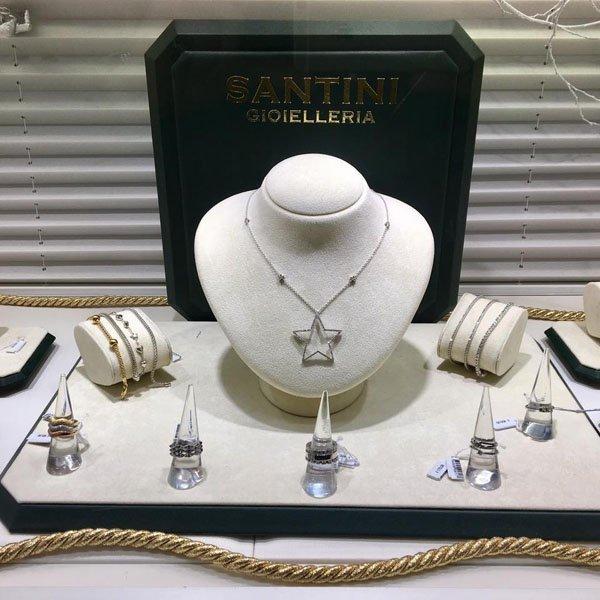 assortimento gioielli di SANTINI GIOIELLERIA