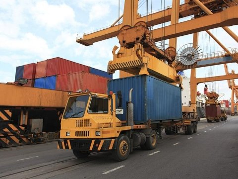 stivaggio containers direttamente al porto