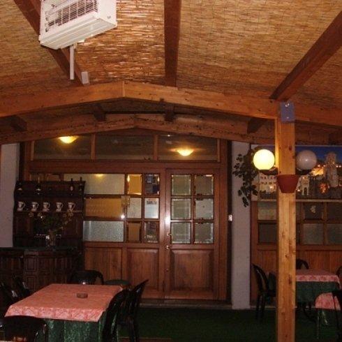 ristorante con sala estiva