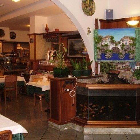 una sala della pizzeria