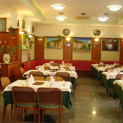 ristorante con menu alla carta