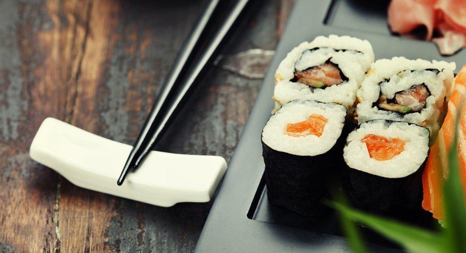 Il Sushi servito su un piatto