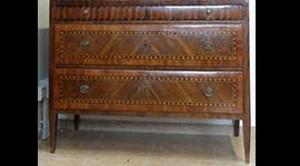 libri antichi, lucidatura di mobili antichi, medaglie antiche