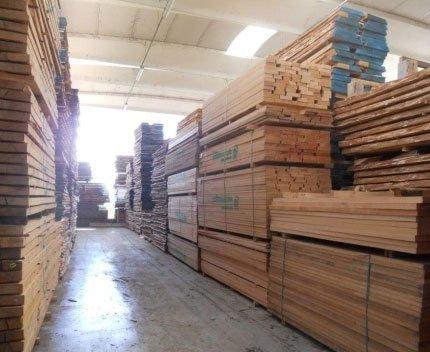 delle lastre di legno