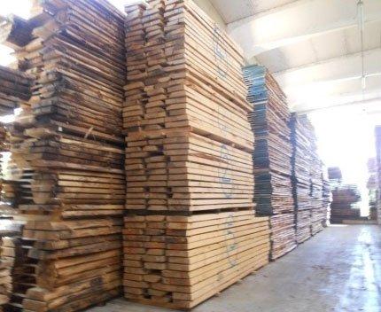 degli assi di legno