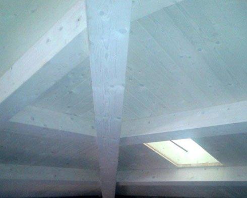 uno soffitto in legno