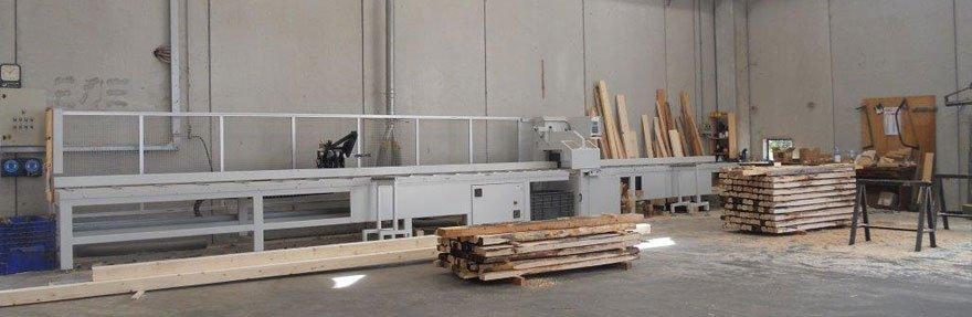 delle assi di legno in una fabbrica