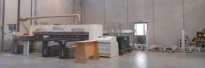 dei macchinari della marca Giben in una fabbrica di legno