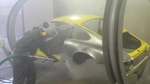 sverniciatura auto d'epoca con acqua ad alta pressione