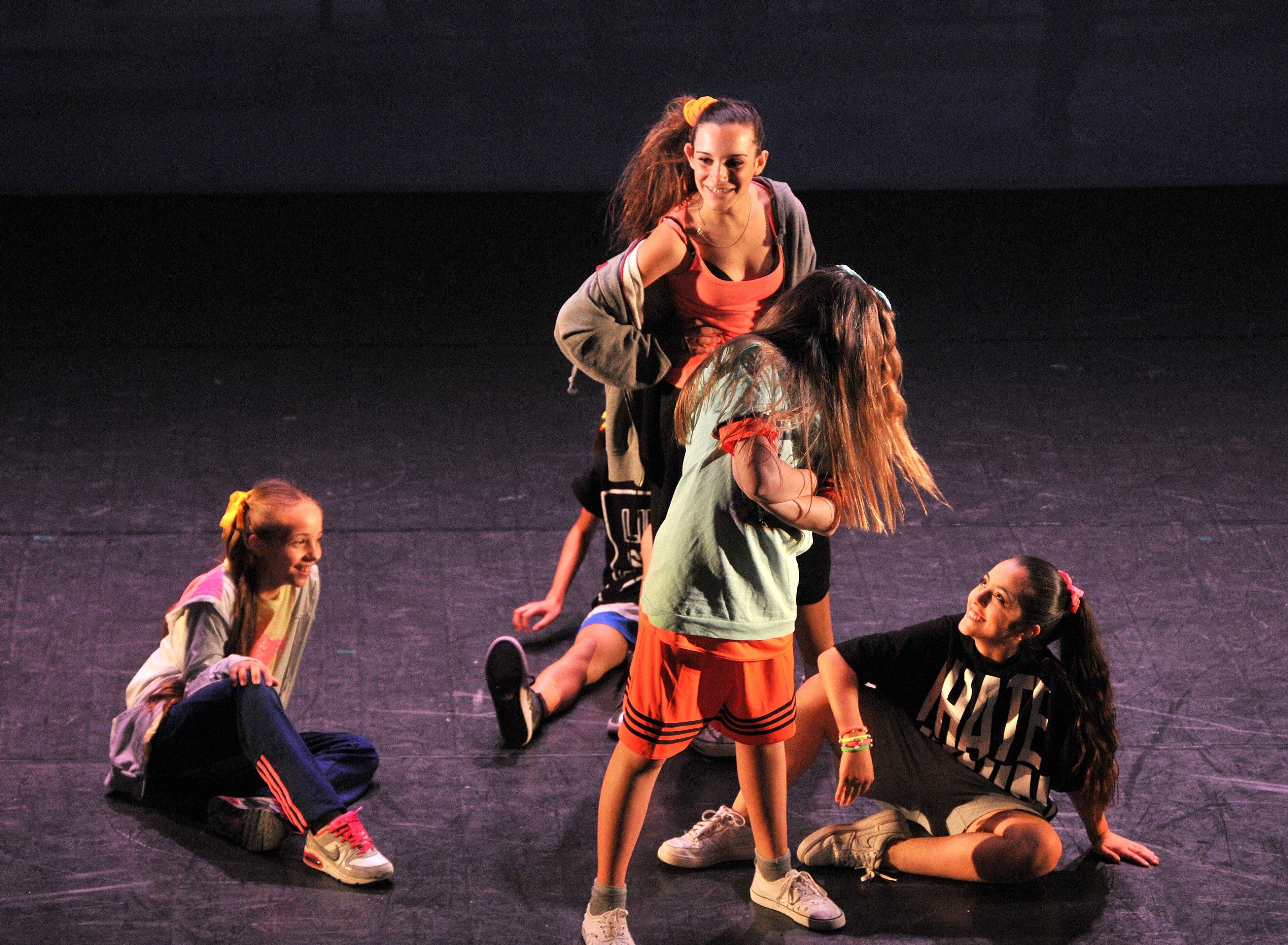 delle ragazze durante uno spettacolo