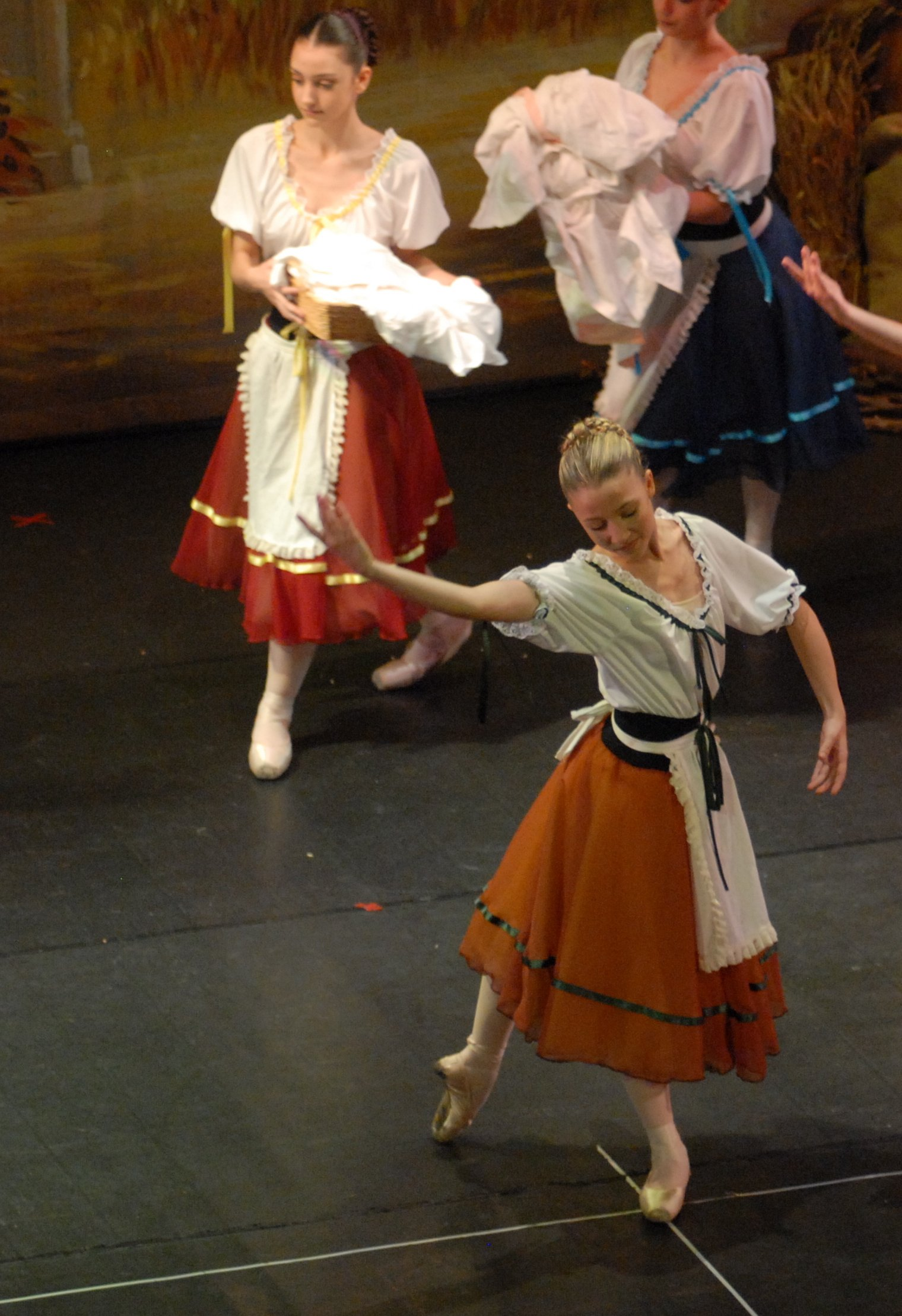 delle ragazze che danzano