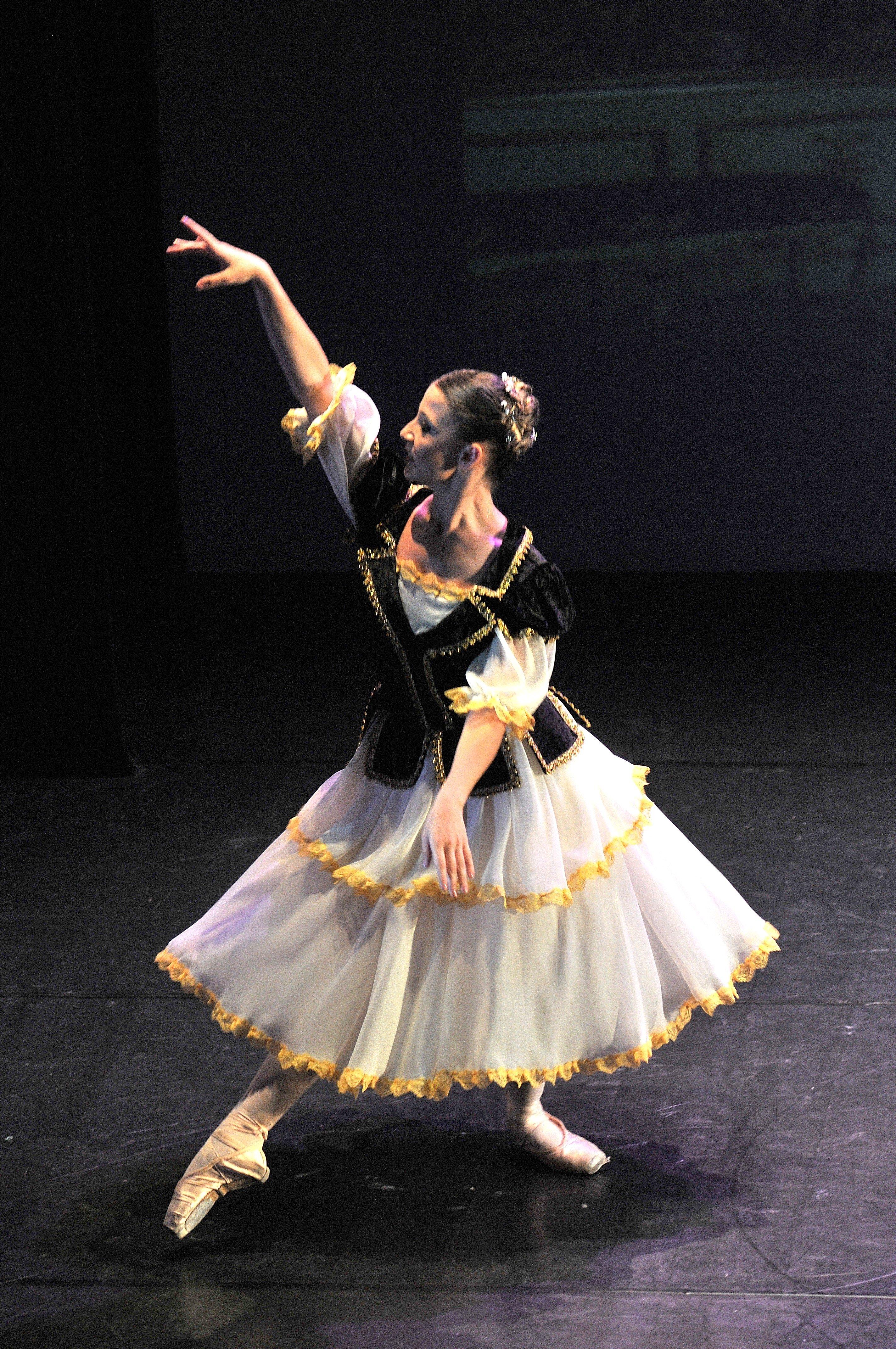 una ragazza che balla