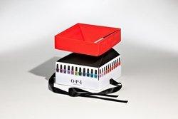 scatola bianca con coperchio in rosso