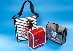tre borse di vario colore con fantasie