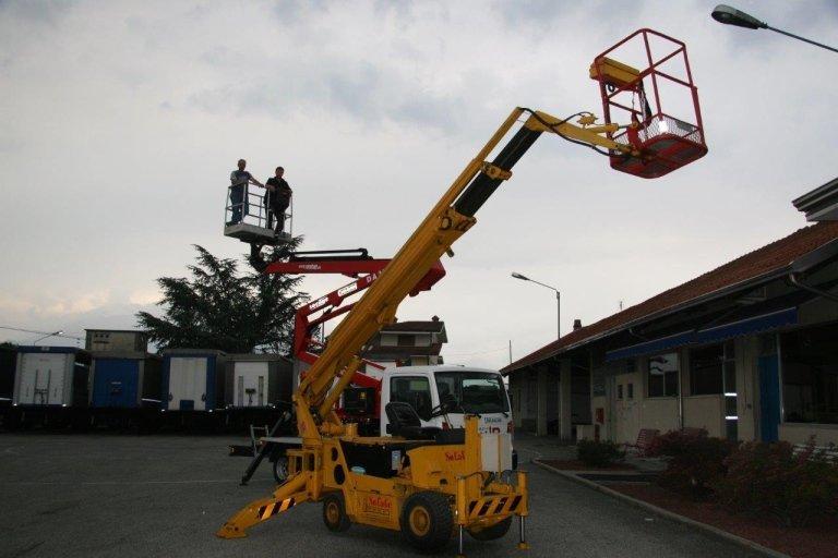 noleggio autogru e piattaforme aeree trasporto merci e revisioni
