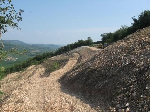 scavi per realizzazione strade in montagna