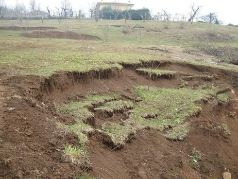 terreno franato in un campo
