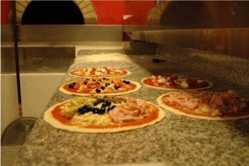 le pizze vengono proposte in numerose differenti farciture