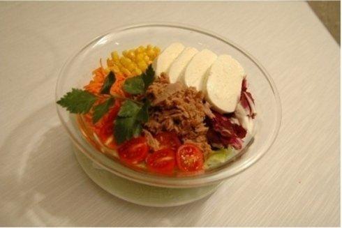 contorni di verdure e gustose insalatone