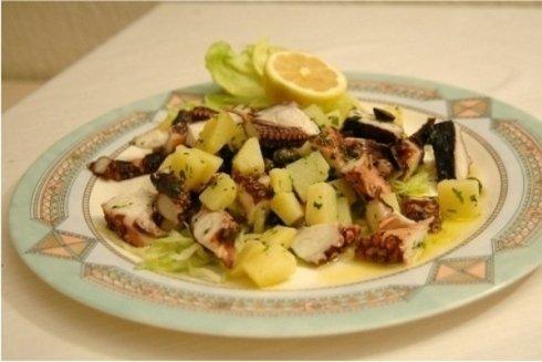 stuzzicanti piatti a base di pesce come antipasti, secondi e contorni