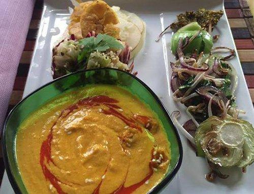 Mini radicchio con funghi zucchini cavolo e cocco al curry a Torino