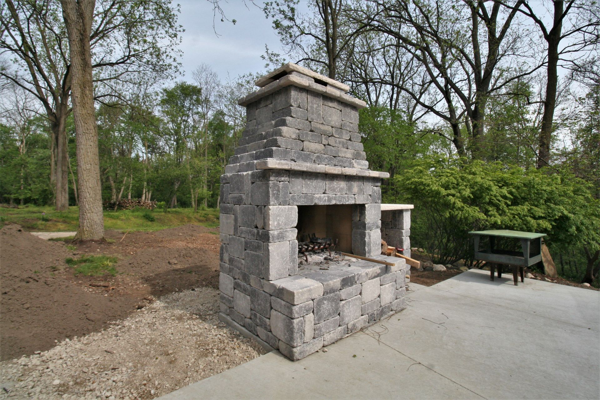 CONCRETE BLOCK OUTDOOR FIREPLACE on Building Outdoor Fireplace With Cinder Block id=88954