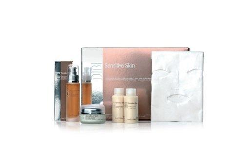 La linea Sensitive Skin, dedicata a chi ha la pelle sensibile, rafforza le difese naturali con una azione lenitiva, disarrossante ed idratante.