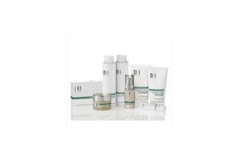 Cominciamo con il trattamento Pure Pefection per pelli impure e miste: regola la produzione di sebo e riequilibria la pelle.