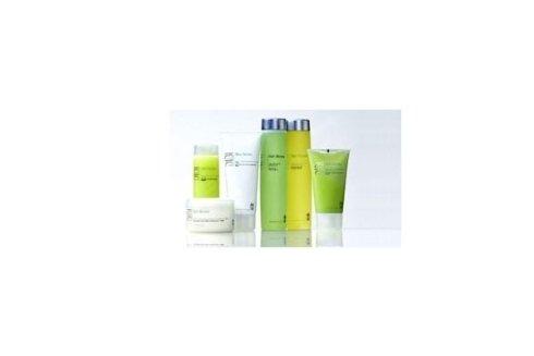 Per un rinnovamento cutaneo che punti a illuminare e rinnovare la pelle del viso abbiamo la linea Skin Renew.