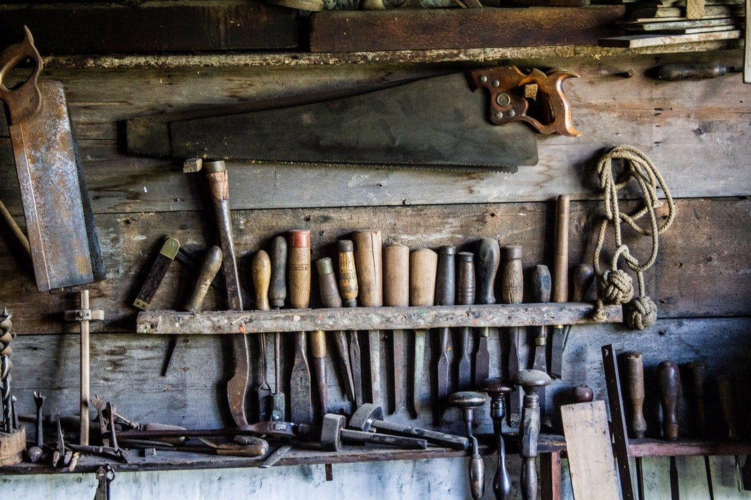 Hammer Tools from unsplash.com for To DIY or Not to DIY Deck Builder Projects on the Gold Coast blog post