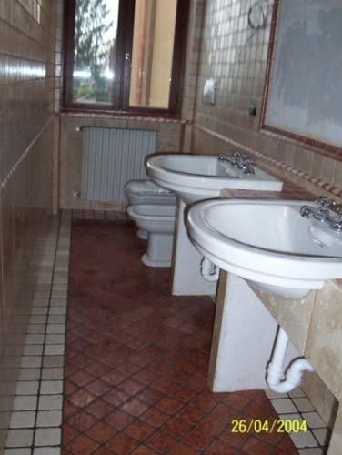 Bagno con due lavabi