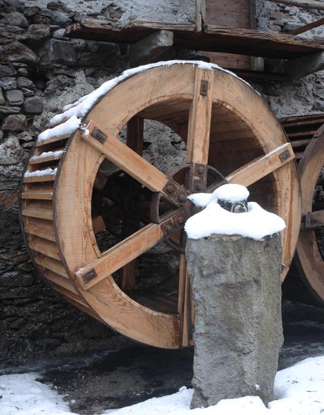 una ruota di un mulino