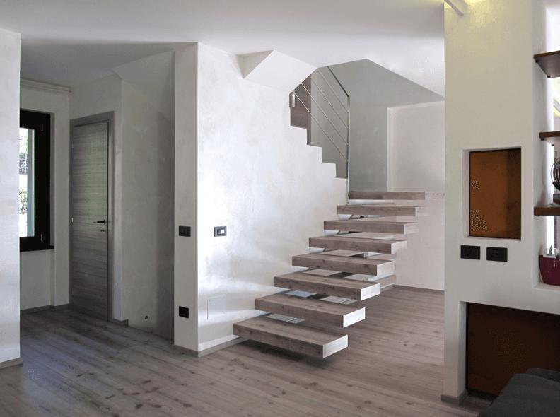 un appartamento e vista dei gradini
