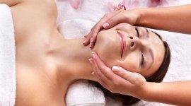 massaggi al viso, trattamenti topici viso