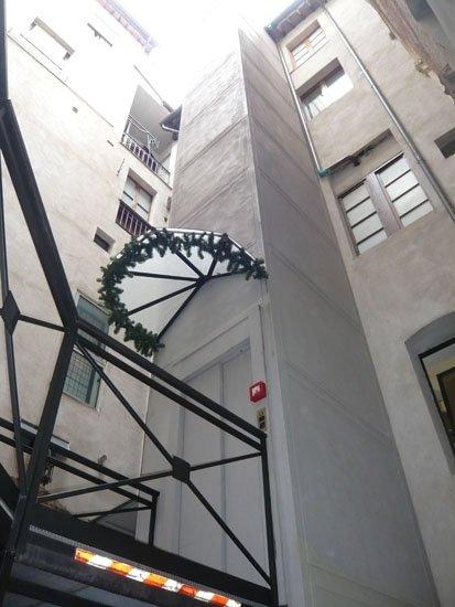 ascensore visto dal basso
