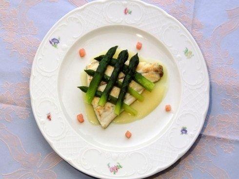 pesce con asparagi ristorante