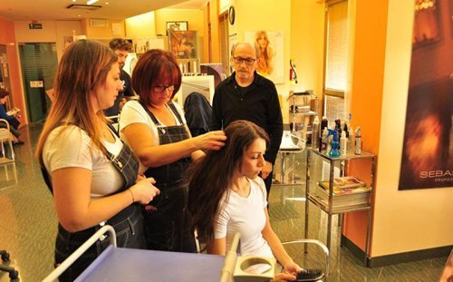 staff di parrucchieri al lavoro