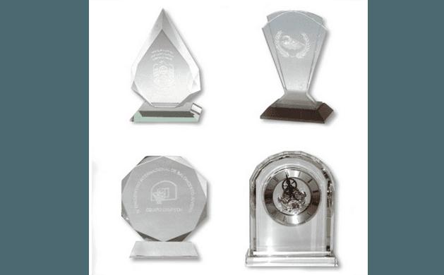 Trofei in vetro con incisioni personalizzate