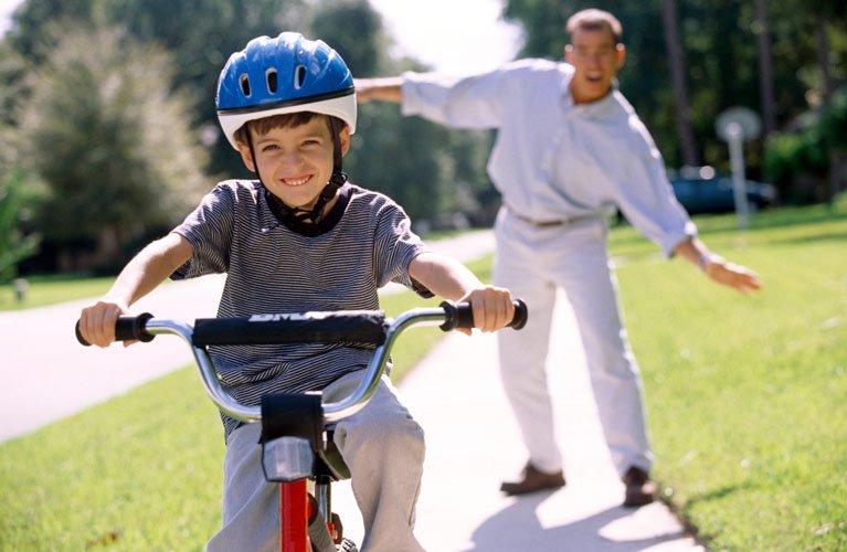 avanti plus kalgoorlie boy riding bike with helmet