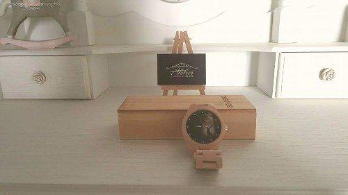 elegante orologio con quadrante e cinturino in legno firmato Ateelier tempio di Venere
