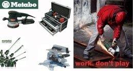 un carpentiere al lavoro con un flessibile e degli utensili Metabo